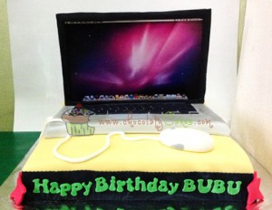 MacBookProCakeforBubu-ChocolatyCakes