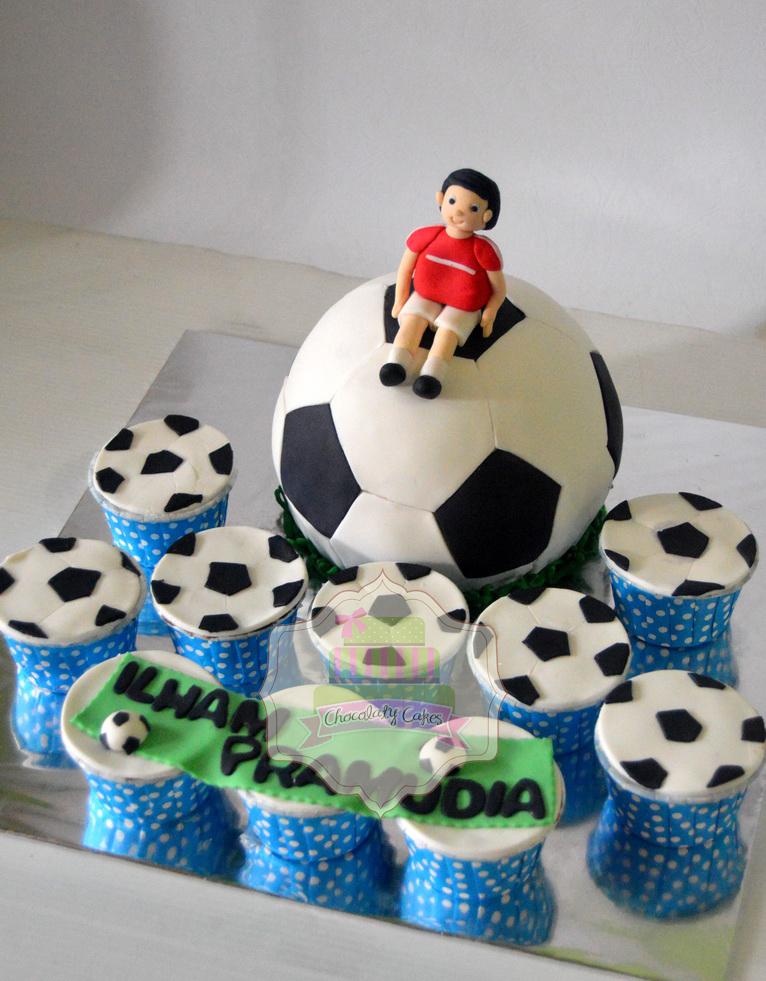 SoccerBallCakeCupcakesforIlham-ChocolatyCakes